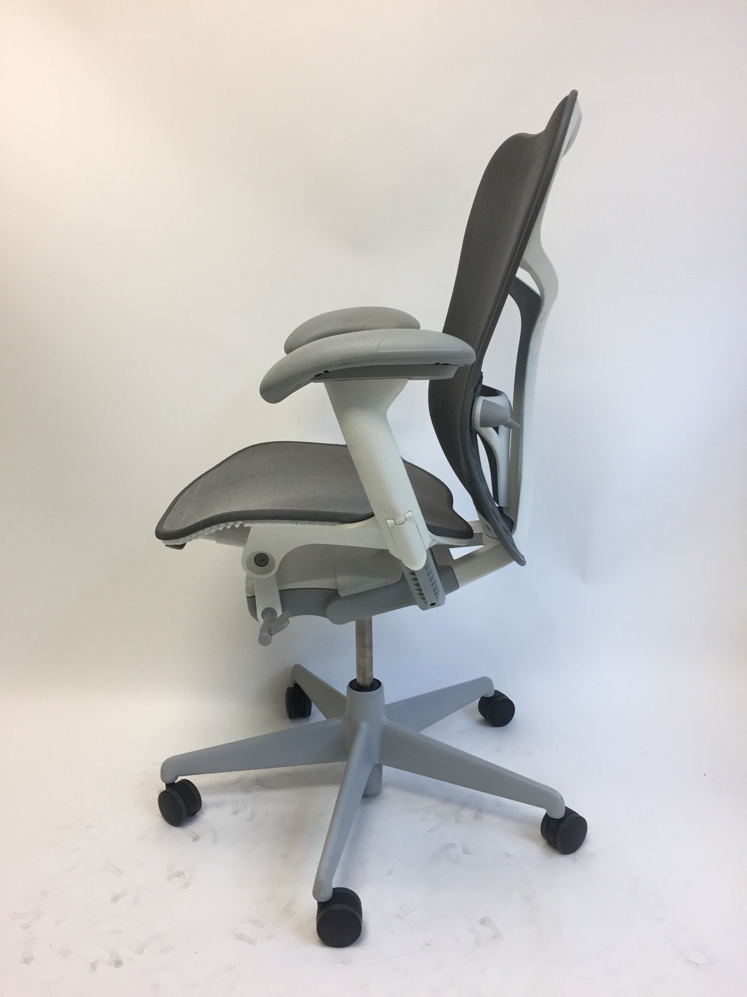 Mirra 2 Chair U2013 Grey U0026 White